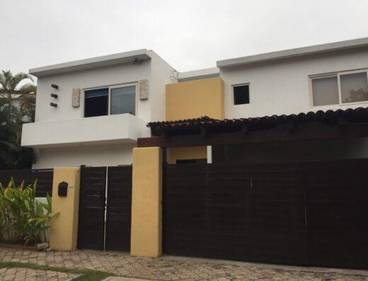 Villa Jacarandas